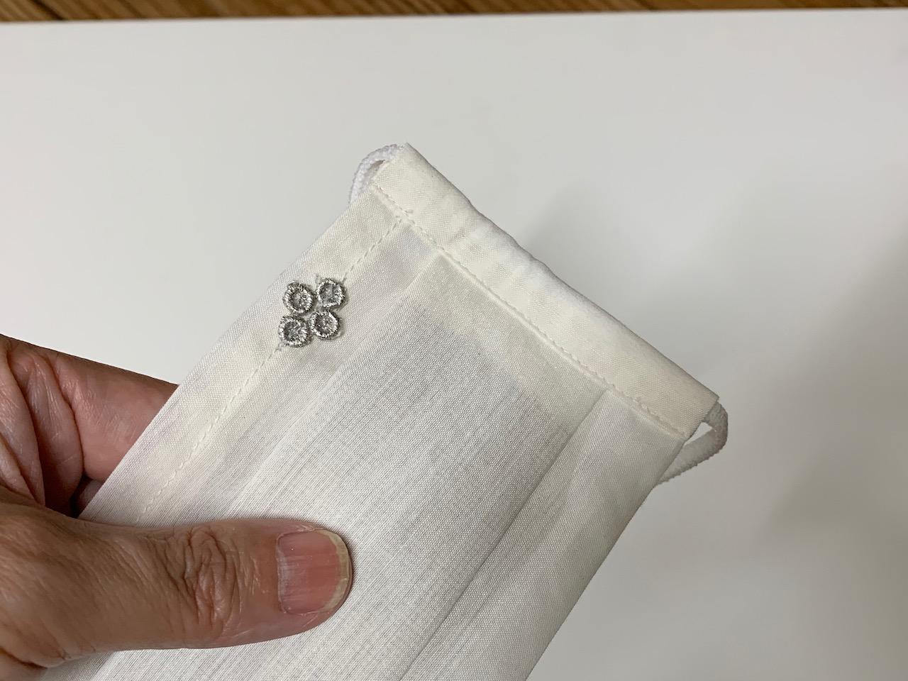 お出かけマスク、ワンタックプリーツマスク「プラチナ箔 菱形ワンポイント」医化学的繊維と銀の糸を使った抗菌防臭